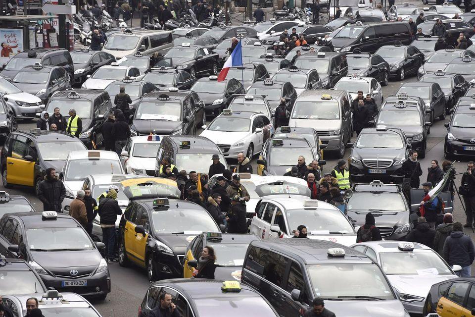 http://www.liberation.fr/futurs/2016/01/26/taxis-vtc-la-guerre-sans-frein_1429163